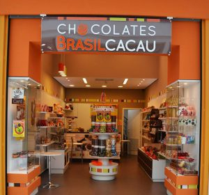 <span>Reforma de Loja Chocolates Brasil Cacau &#8211; Curitiba</span><i>→</i>